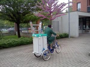 Servizi di pulizia - Triciclo per manutenzioni e pulizie in complessi residenziali