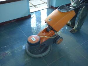 Attrezzature per la pulizia - Macchina monospazzola per la pulizia dei pavimenti